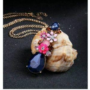 Betsey Johnson Beautiful Necklace ER set NWT